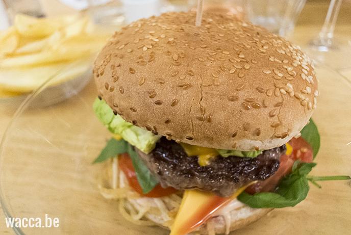 Lille_Basiliccafe_hamburger1_Wacca_reisblog